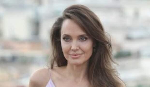 «Открыта для новых отношений»: одинокая Джоли готова к новой любви