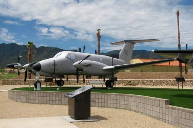 Самолеты радиотехнической разведки Beechcraft RC-12 Guardrail (США)