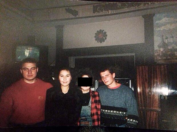 """На фото слева направо: Ю.Ястребов по кличке """"Зекан"""" с сожительницей (застрелены в 1997 г.) и А.Чичин по кличке """"Лёня"""". Члены ОПГ с 1992 г.Оба обвинялись в покушении на братьев Бердниковых."""
