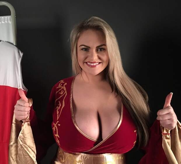 Культурная девушка с большой грудью Большая грудь, девушки с большой грудью, женские прелести, огромная грудь