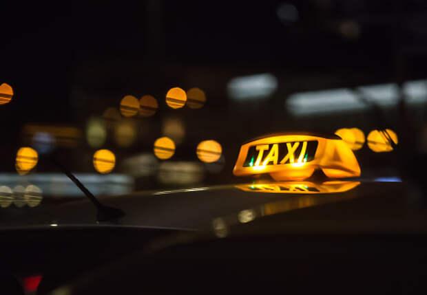 Дом на Декабристов стал самым популярным по вызову такси