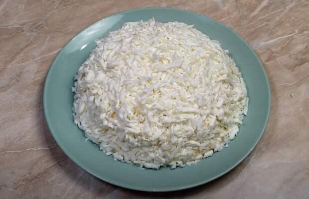 Все ищут его на столе! Потрясающе вкусный салат «Курица под снегом»