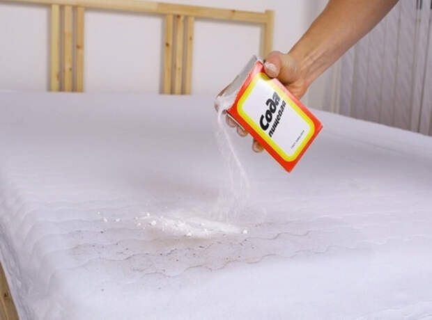 К соде можно добавить пару капель эфирного масла, и тогда матрас приобретет приятный аромат. /Фото: navolne.life