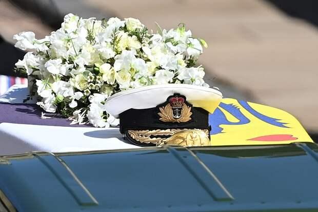 Одиночество и слезы королевы Елизаветы: В Великобритании похоронили принца Филиппа