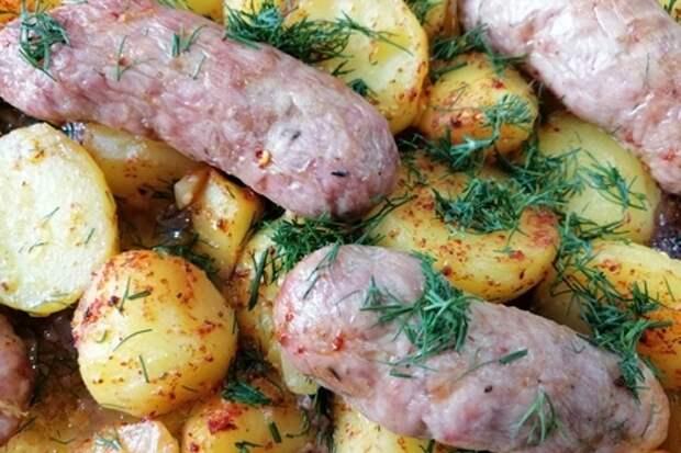 Готовим картошку с купатами в духовке