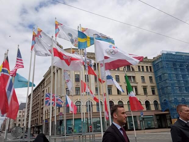 Соловьёв увидел американский след в снятии белорусского флага в Латвии