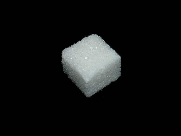 «Ведомости»: Производителям сахара неофициально рекомендовали сдерживать цены до осени