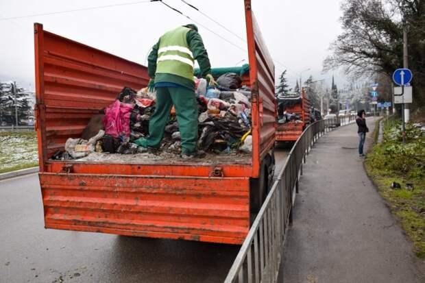 Ялтинских бомжей разогнали и убрали свалку, которая была их домом