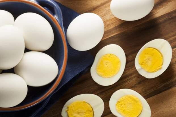 Как варить свежие яйца, чтобы они легко чистились: лайфхак от советских поваров