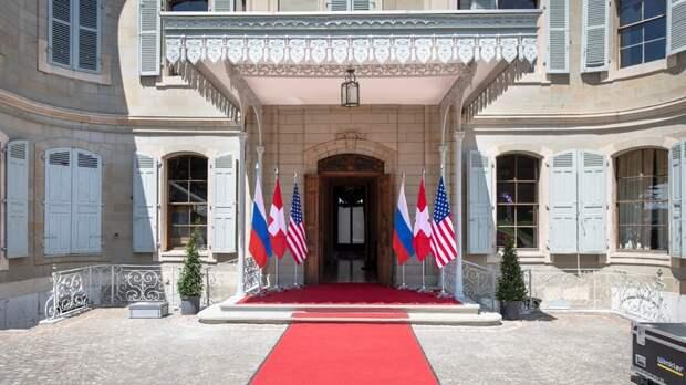 Guardian: накануне встречи Путина с Байденом надежд на прорыв в отношениях мало