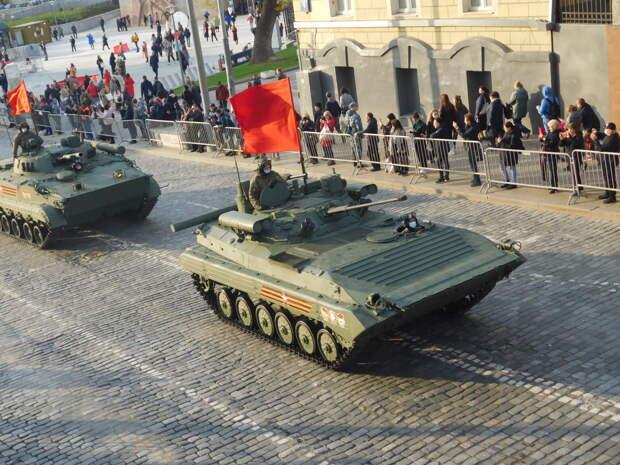 Подготовка к Параду Победы - военная техника на улицах Москвы