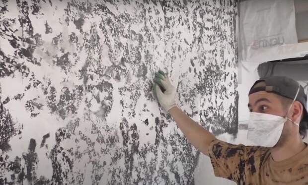 Покройте стену шпаклевкой и обработайте выемки контрастным оттенком / Фото: img.7dach.ru