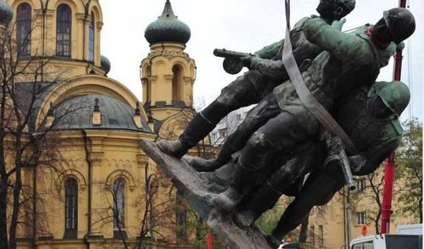 За последние 20 лет в Польше снесли 461 памятник советским солдатам