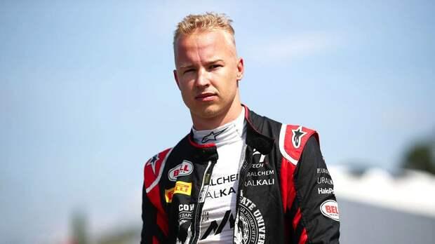 Новый русский гонщик Формулы-1 ответил на вопрос о преклонении на колено