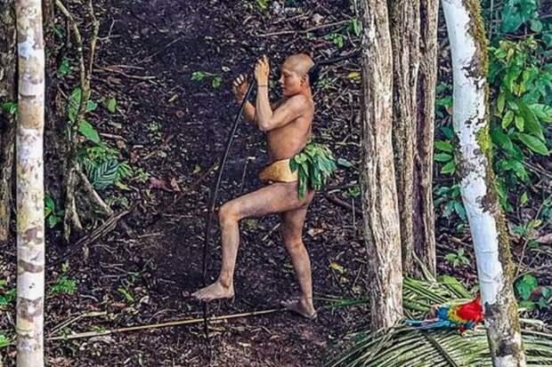 Племя, которое никогда не контактировало с внешним миром (12 фото)