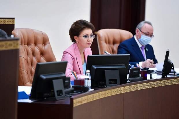 ЦИК Казахстана снял депутатские полномочия с дочери экс-президента страны
