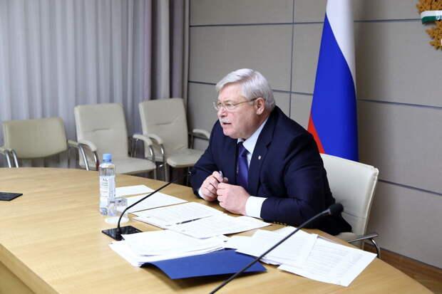 Губернатор Томской области Сергей Жвачкин пригрозил отстранить от работы непривитых от ковида чиновников