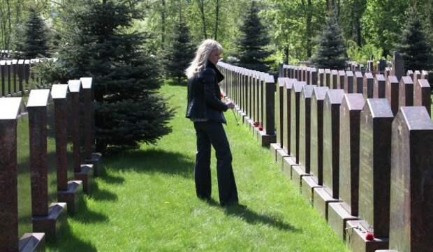 На Кунцевском кладбище отреставрируют 118 могил Героев Советского Союза