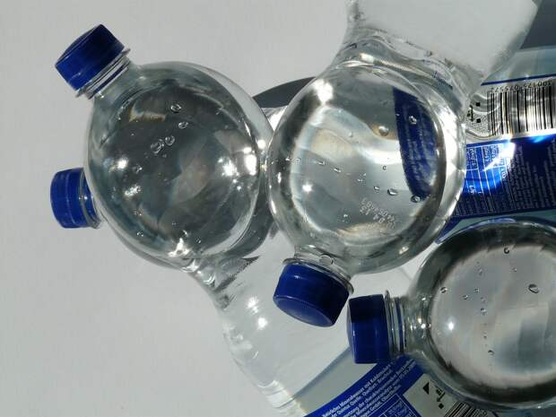 Этикетки на бутылках с водой дополнят расширенными сведениями