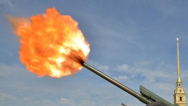 Выстрел из пушки Петропавловской крепости произвели в честь Дня Победы