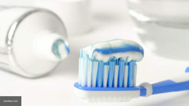 Стоматолог Фелбер объяснил, чем опасна чистка зубов после каждого приема пищи