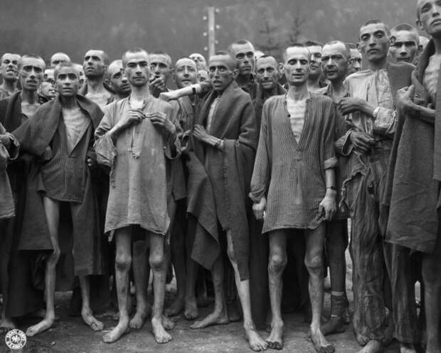 20 исторических фотографий заключённых, спасенных из «Поезда смерти» в Дахау