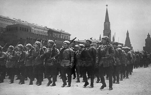 Очередная драпировка Мавзолея Ленина, как величайшая историческая подлость