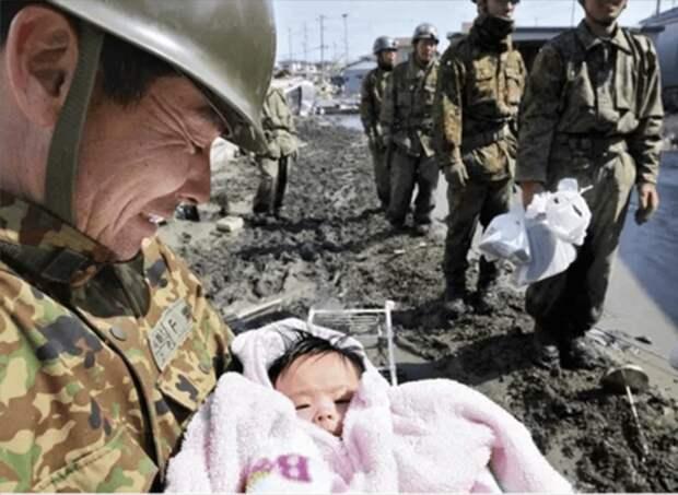 К счастью, этот ребёнок не стал жертвой цунами в Японии