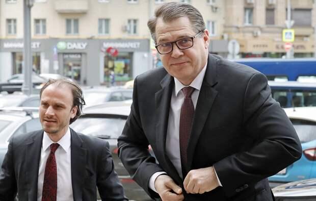 Масштаб ответа: в посольстве Чехии останутся только пять дипломатов