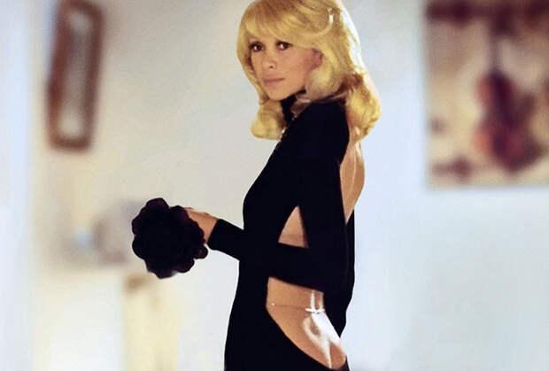 Умерла звезда «Высокого блондина в черном ботинке» Мирей Дарк
