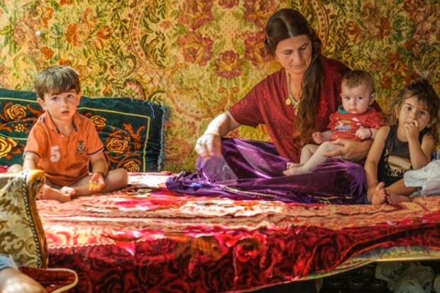 Народ без постоянного места жительства: итальянский фотограф создал уникальный проект о жизни цыган