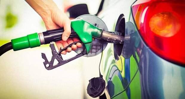 За неделю цены на бензин в России увеличились на копейку