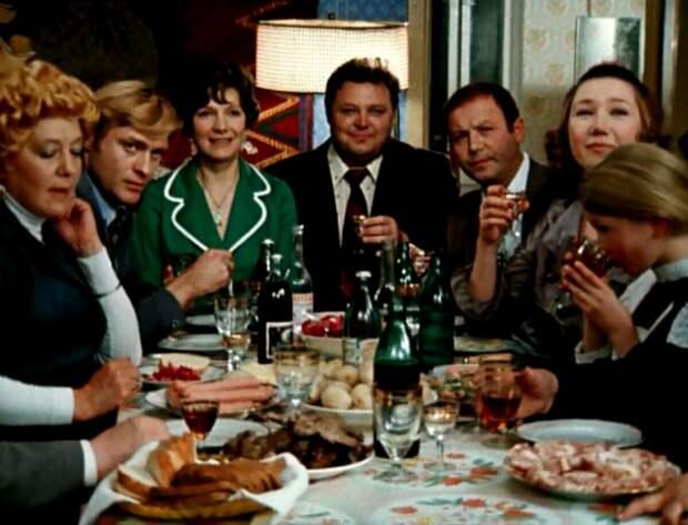 Прошу к столу! Посмотрим, что ели в советских фильмах?