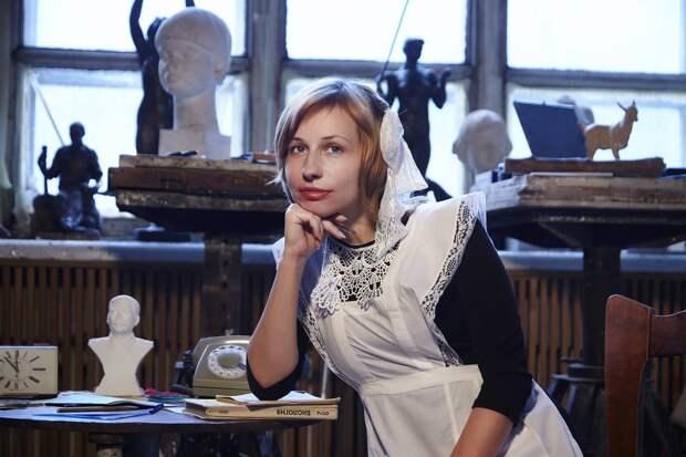 Почему современные школьницы надевают на «Последний звонок» школьную форму СССР