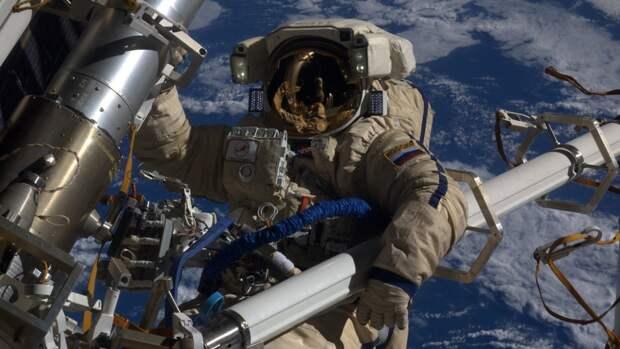Скафандры для съемок первого кино в космосе начали разрабатывать в России