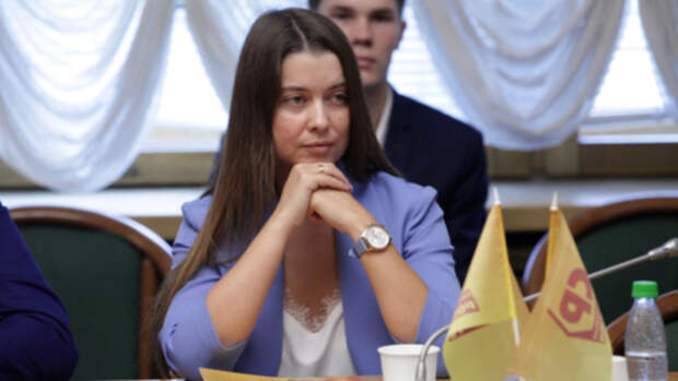 Самая красивая депутат Алтайского края Елена Речкова ищет новую партию