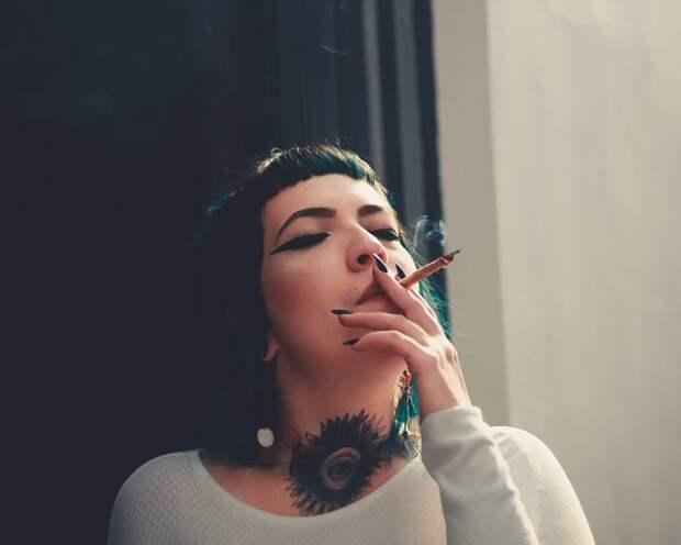 Курильщицы имеют в четыре раза больше шансов столкнуться с аневризмой головного мозга