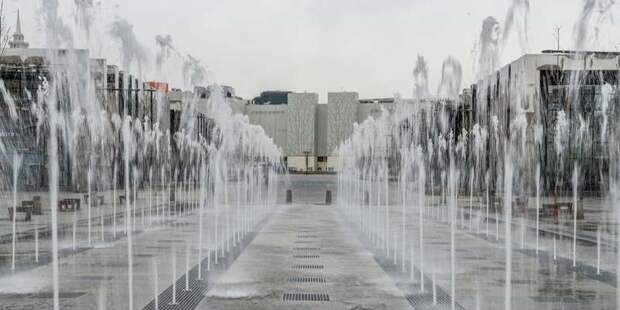 Самые эффектные фонтаны продолжают радовать москвичей