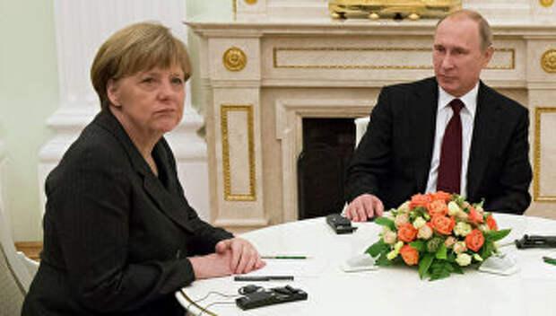 Президент России В.Путин с канцлером ФРГ А.Меркель, Архивное фото