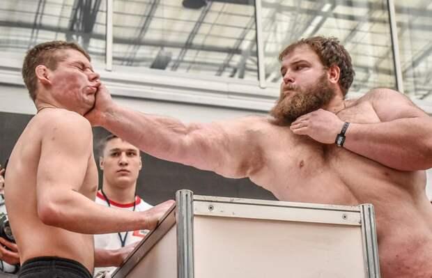Экс-противник Федора Емельяненко проведет поединок попощечинам против русского чемпиона попрозвищу Пельмень