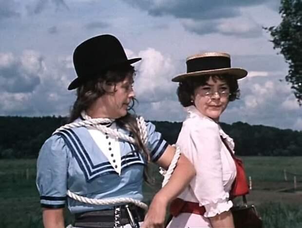 Кадр из фильма *Трое в лодке, не считая собаки*, 1979 | Фото: kinomania.ru