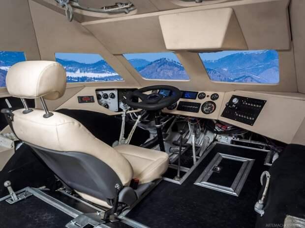 Одной из главных и сложных задач было создать комфортное место для водителя. Установлено пассажирское кресло от Hyundai Grand Starex, руль от УАЗ. брдм, военная техника