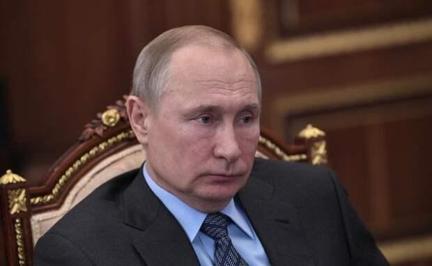 Путин подписал закон о снятии наличных с анонимных карт
