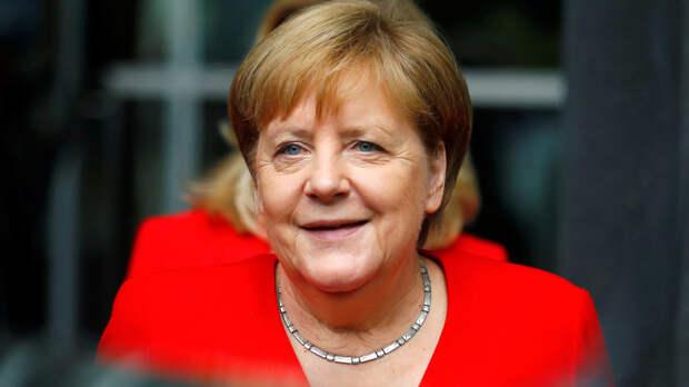 Меркель заявила, что продолжит выступать за добрые отношения с Россией