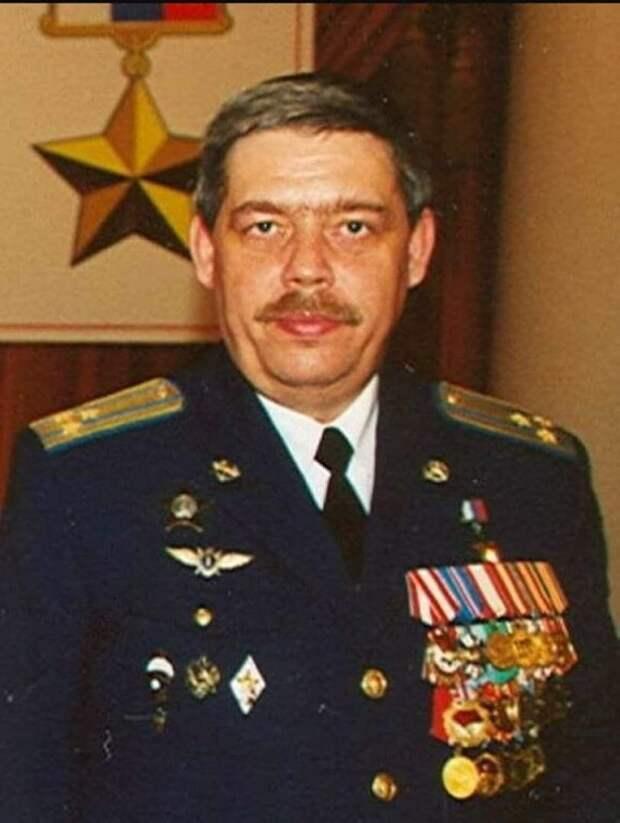 25 апреля 1984 года совершил свой подвиг в Афганистане командир звена истребителей-бомбардировщиков Су-17 Сергей Соколов