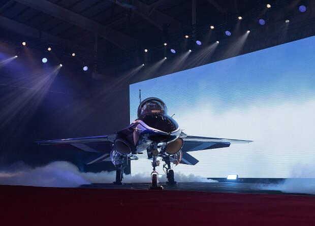 Первый серийный тайваньский учебный самолет T-5 поднялся в небо