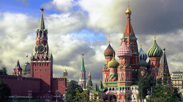 Москвичей на 9 Мая ожидают облачная погода и дождь
