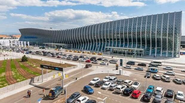 В аэропорту Симферополя задерживаются несколько рейсов