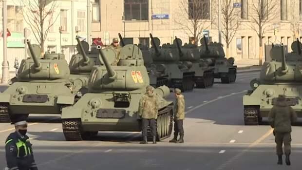 Группа молодых людей пыталась помешать репетиции парада в Москве