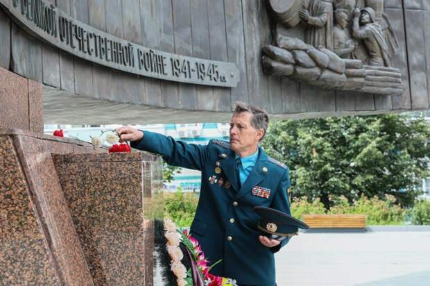 Пожарные и спасатели почтили память погибших во время первого воздушного налета на столицу